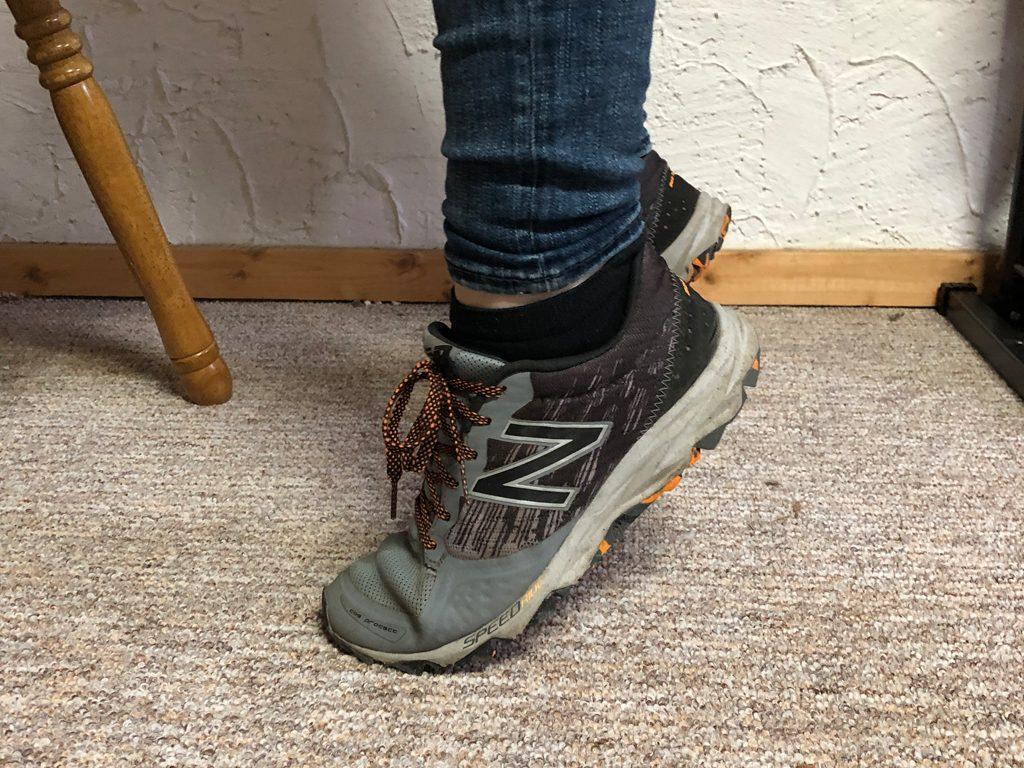 a) Wippen auf den Fußspitzen