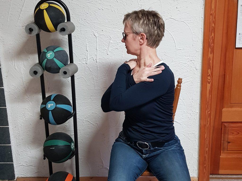03 Entspannen der Halswirbelsäule
