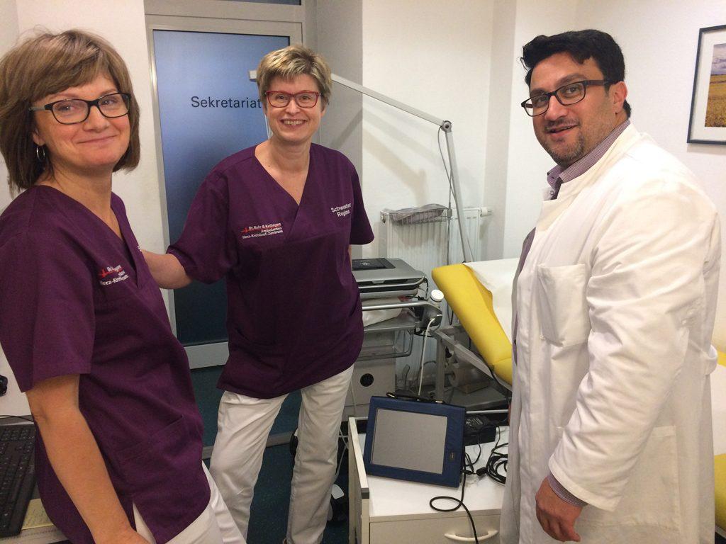 Schwester Sabine, Schwester Regina und Dr. med. Basil Alkhlout (v.l.n.r.), Foto: Dr. Bahr & Kollegen